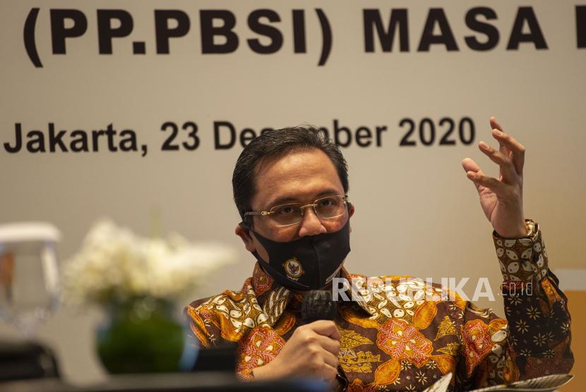 Ketua Umum Pengurus Pusat Persatuan Bulu Tangkis Seluruh Indonesia (PP PBSI) Agung Firman Sampurna memberikan keterangan pers di Jakarta, Rabu (23/12/2020). Dalam kesempatan tersebut Agung Firman mengumumkan pejabat-pejabat baru dalam struktur organisasi Pengurus Pusat PBSI masa bakti 2020-2024.