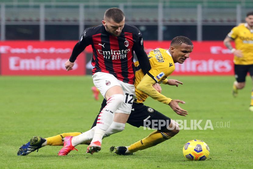 Ante Rebic (kiri) AC Milan.
