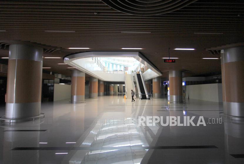 Suasana Bandara Kertajati di Kabupaten Majalengka, Jawa Barat, Ahad (8/11/2020), yang sepi akibat tidak ada aktivitas penerbangan.