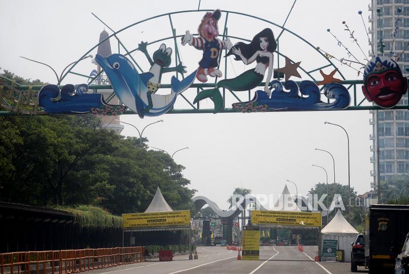 Pintu masuk Taman Impian Jaya Ancol, Jakarta. Pengelola kawasan Taman Impian Jaya Ancol menetapkan skema buka-tutup selama masa pemberlakuan pembatasan kegiatan masyarakat (PPKM) berbasis mikro (ilustrasi).