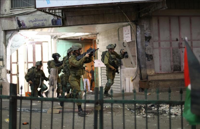 Seorang remaja Palestina tewas dalam serangan tentara Israel pada Rabu (12/5) ke kota Tubas di Tepi Barat yang diduduki. Hal itu dolaporkan kantor berita resmi Palestina Wafa.