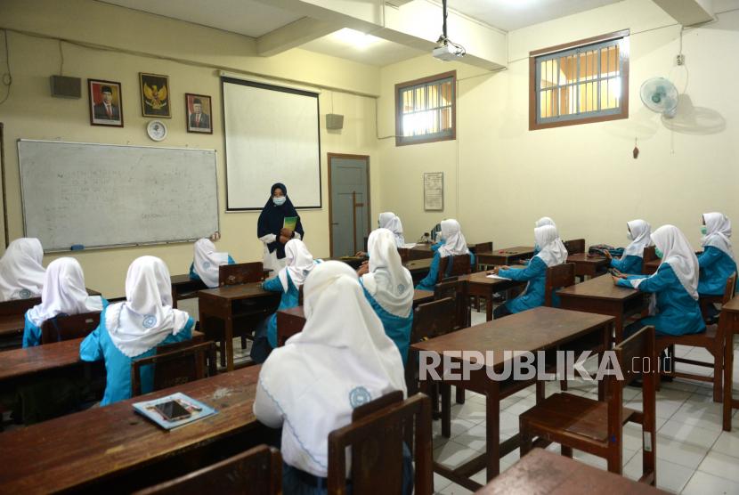 Siswa mengikuti pembelajaran tatap muka (ilustrasi)