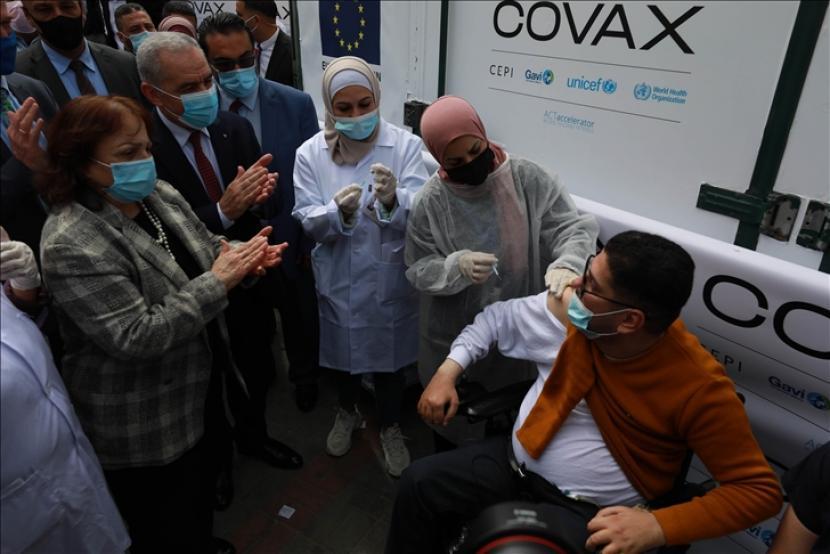 Para pemimpin negara terkaya di dunia sepakat untuk menjanjikan satu miliar dosis melalui program vaksin COVAX Organisasi Kesehatan Dunia (WHO) dan mencapai kekebalan komunal dengan memvaksinasi setidaknya 60 persen dari populasi dunia tahun depan - Anadolu Agency