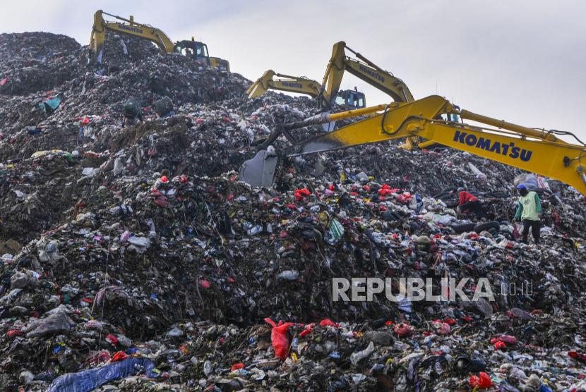 Tempat Pembuangan Sampah Terpadu (TPST) Bantargebang, Bekasi, Jawa Barat.