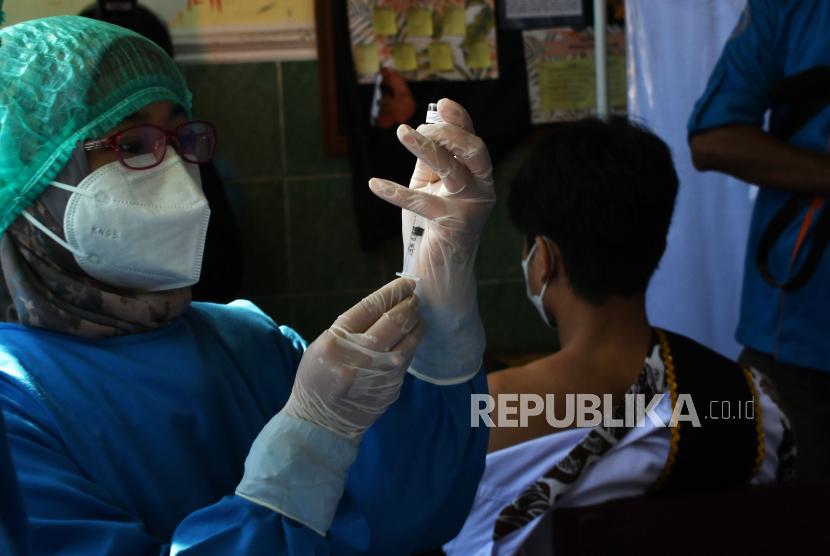 Data vaksin Covid-19 di Indonesia bersumber dari NIK yang tertera di Dukcapil Kemendagri.