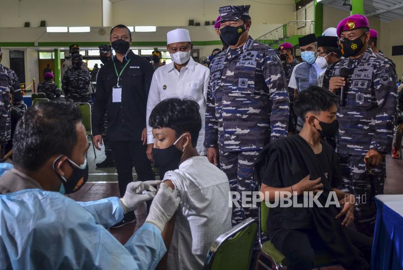 Kasal Gelar Vaksinasi di Dua Pesantren di Cirebon (ilustrasi).