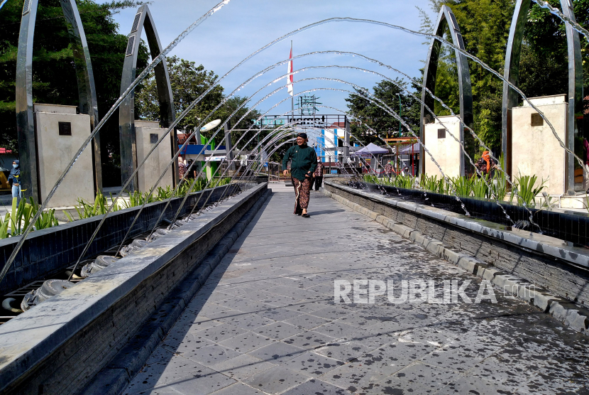 Wakil Wali Kota Yogyakarta sekaligus Ketua Gugus Tugas Covid-19 Kota Yogyakarta, Heroe Poerwadi mengikuti simulasi kunjungan ke Taman Pintar. Yogyakarta, beberapa waktu lalu.