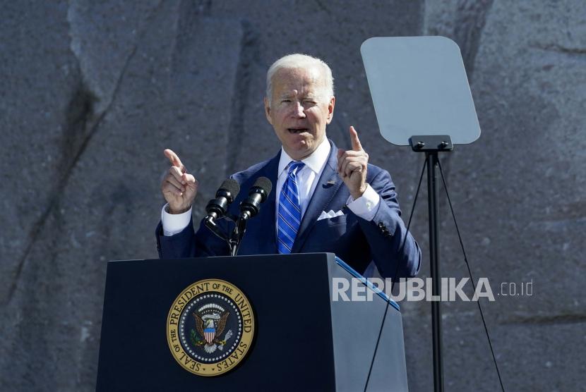 Presiden Joe Biden berbicara dalam sebuah acara yang menandai peringatan 10 tahun penahbisan Martin Luther King, Jr. Memorial di Washington, Kamis, 21 Oktober 2021.