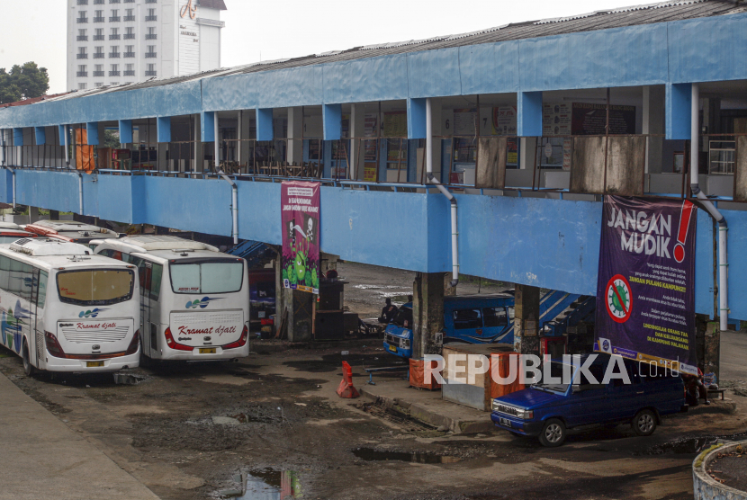 Suasana sepi di Terminal Bus Baranangsiang