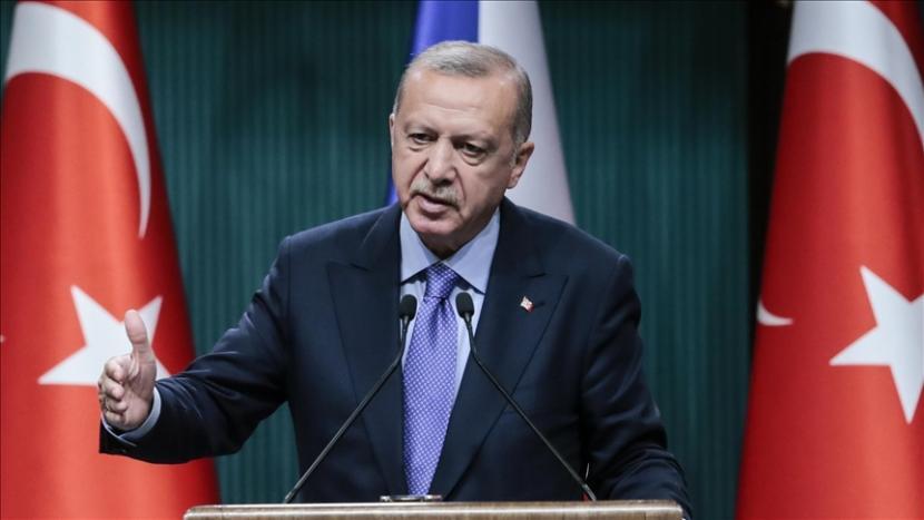 Presiden Erdogan menekankan betapa pentingnya setiap orang menerima vaksin saat giliran mereka tiba dalam program vaksinasi nasional - Anadolu Agency