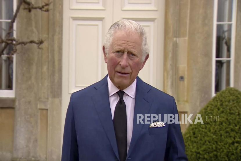 Pangeran Charles dari Inggris berbicara kepada media, di luar Highgrove House di Gloucestershire, Inggris, Sabtu, 10 April 2021.