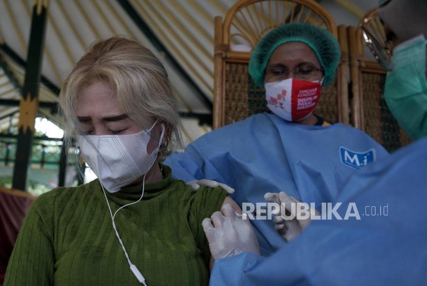 Bupati Bantul Tinjau Vaksinasi bagi Pelaku UMKM dan Koperasi (ilustrasi).