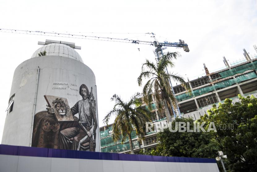 Pmbangunan proyek revitalisasi Taman Ismail Marzuki (TIM), Cikini, Jakarta, Senin (22/3/2021). Teater Arena kembali dihadirkan di TIM dalam proyek revitalisasi.