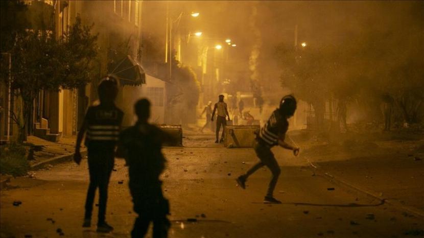 Demonstrasi atas kematian seorang pemuda setelah ditahan oleh pasukan keamanan terus berlanjut untuk hari keempat di Jumat (11/6) di ibu kota Tunisia.
