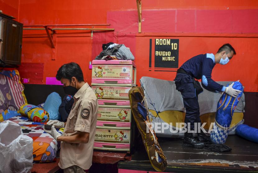 Petugas Gabungan Geledah Kamar Narapidana di Lapas Garut (ilustrasi).