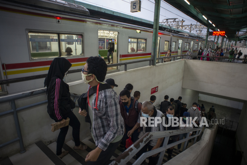 Mulai 21 Juni, KAI Commuter Lakukan Tes Antigen Acak (ilustrasi).