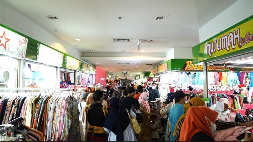 Lebaran: Beberapa Hari Menjelang Lebaran, Karebosi Link Dipenuhi Oleh Masyarakat Kota Makassar