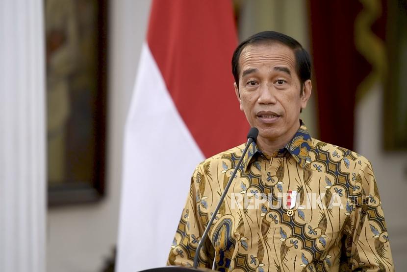 Presiden Joko Widodo memutuskan melanjutkan penerapan PPKM level 4 hingga 9 Agustus.