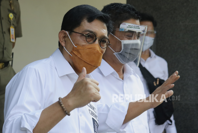Calon Wali Kota Surabaya Machfud Arifin (kiri)