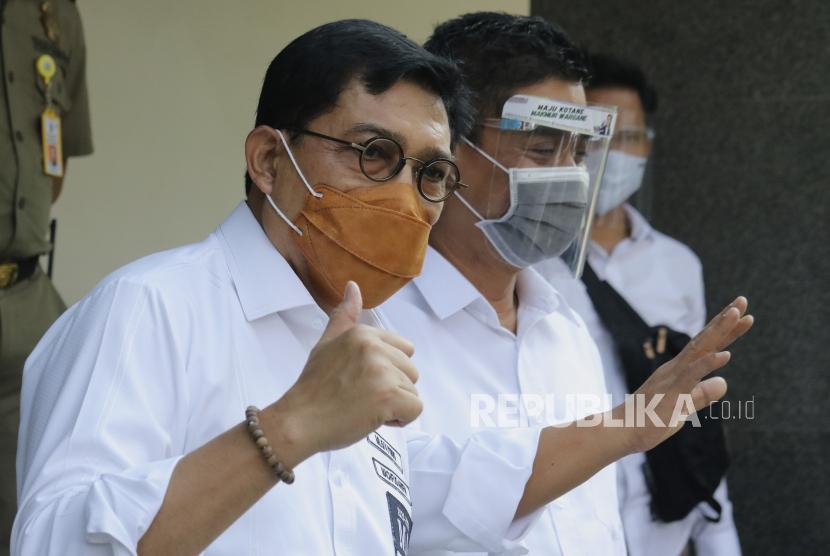 Pasangan Bakal Calon Wali Kota dan Wakil Wali Kota Surabaya Machfud Arifin (kiri) dan Mujiaman Sukirno (kanan)