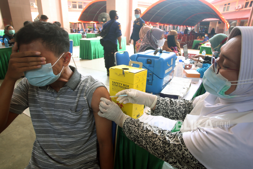 Vaksinasi Massal di Cirebon Sasar 12.700 Warga (ilustrasi).