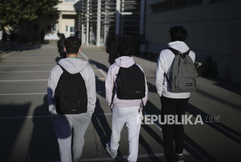 Siswa tiba di sekolah di Arles, Prancis selatan. ilustrasi