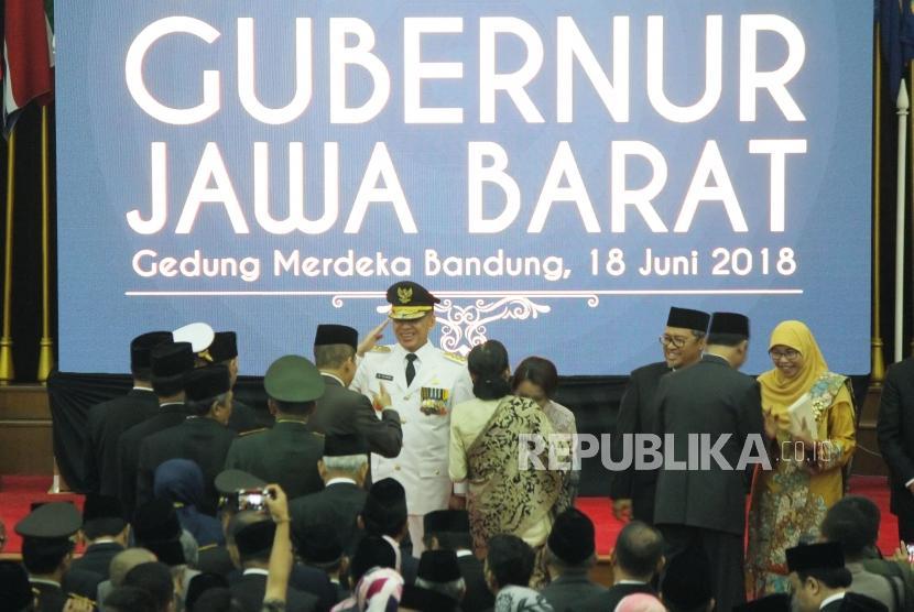 Undangan menyampaikan ucapan selamat usai pelantikan Komjen Pol Mochamad Iriawan sebagai Penjabat Gubernur (Pj) Jawa Barat, di Gedung Merdeka, Kota Bandung, Senin (18/6).
