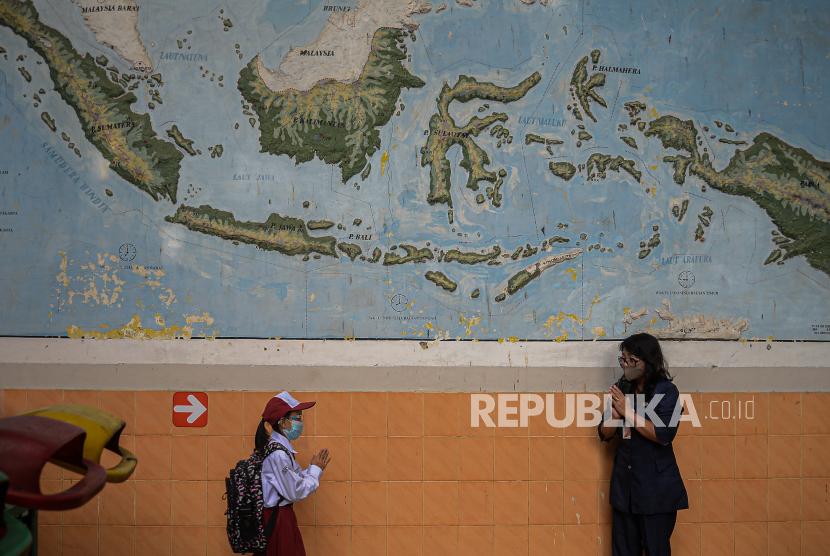 Suku Dinas Pendidikan Jakarta Barat II menyebutkan pembelajaran tatap muka (PTM) ratusan sekolah yang rencananya digelar pada Senin (27/9) ini diundur menjadi Rabu (29/9)