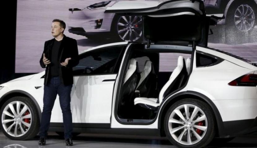 Elon Musk Bakal Produksi Baterai Mobil Listrik Tesla di Indonesia?. (FOTO: Reuters/Stephen Lam)