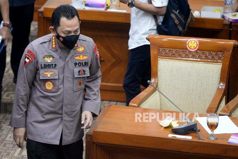Kapolri Jenderal Listyo Sigit Prabowo usai mengikuti rapat kerja dengan Komisi III DPR di Kompleks Parlemen, Senayan, Jakarta Pusat, Rabu (16/6).