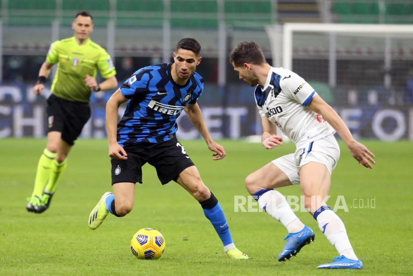 Achraf Hakimi (kiri) saat masih membela Inter Milan. (ilustrasi)