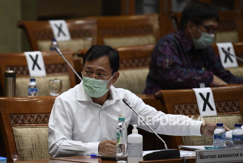 Menteri Kesehatan Terawan Agus Putranto (kiri) mengikuti rapat kerja bersama Komisi IX DPR di Kompleks Parlemen Senayan, Jakarta, Selasa (23/6/2020). ilustrasi