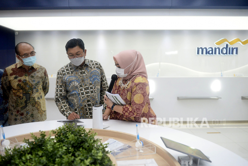 PT Bank Mandiri (Persero) Tbk berupaya mengembangkan layanan penukaran uang kertas asing (UKA) antar-bank yang kini telah menjangkau wilayah-wilayah utama di Indonesia. Inisiatif ini diharapkan dapat membantu pelaku industri perbankan di berbagai wilayah Indonesia dalam memenuhi kebutuhan UKA dengan biaya yang lebih efisien.