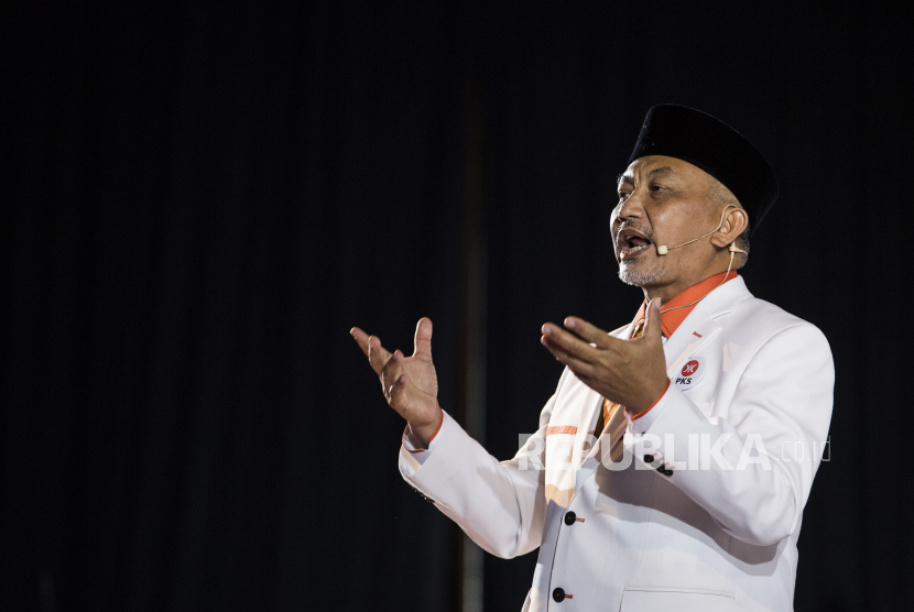 Presiden PKS Ahmad Syaikhu menyampaikan pidato politik saat Musyawarah Nasional (Munas) V PKS di Kota Baru Parahyangan, Padalarang, Kabupaten Bandung Barat, Jawa Barat, Ahad (29/11/2020). Agenda Munas V PKS membahas arah kebijakan partai lima tahun ke depan dan ikrar pengurus DPP PKS 2020-2025.