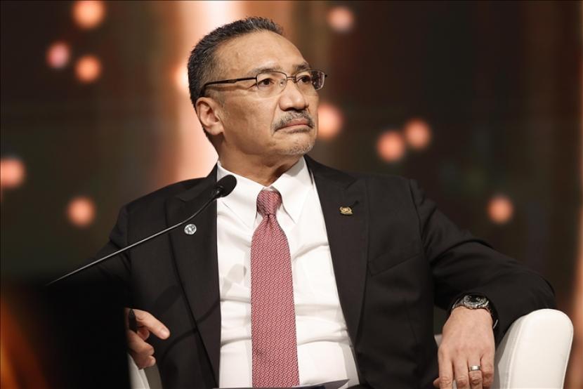 Menteri Pertahanan Malaysia Hishammuddin Hussein berencana mengujungi China dalam waktu dekat untuk membahas masalah pakta pertahanan yang dibentuk Amerika Serikat, Inggris, dan Australia.