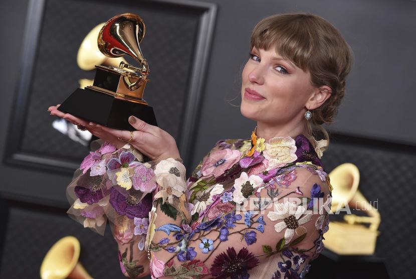 Taylor Swift berencana membuat ulang album Red yang dirilisnya pada 2012.