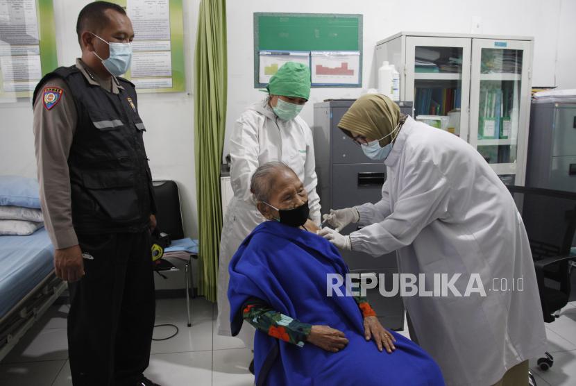 Vaksin Menipis, Dinkes Solo Prioritaskan Lansia & Pralansia (ilustrasi).
