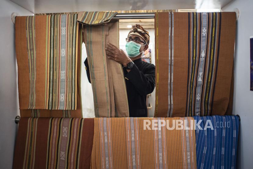Produk fesyen tenun khas Nusa Tenggara Timur (NTT) kini semakin beragam.