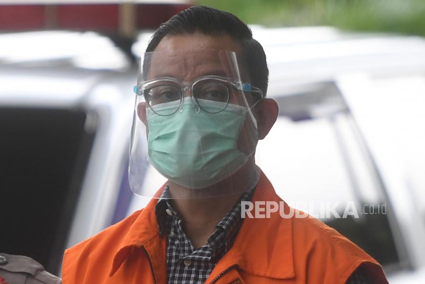 Tersangka mantan Menteri Sosial Juliari Peter Batubara tiba untuk menjalani pemeriksaan di gedung KPK, Jakarta, Jumat (29/1/2021). Juliari Batubara diperiksa terkait kasus dugaan suap pengadaan Bantuan Sosial (bansos) penanganan COVID-19.