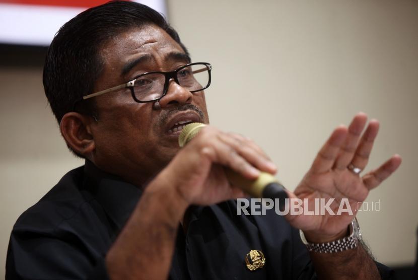 Direktur Jenderal Otonomi Daerah Kementerian Dalam Negeri Sumarsono memberikan paparannya saat Konferensi pers di Kantor Kementerian Dalam Negeri, Jakarta, Kamis (21/6).