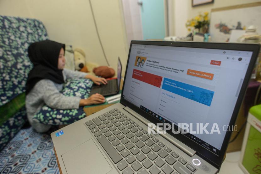 Daya Tampung PPDB SMAN dan SMKN di Depok Cuma 5.685 Siswa. Foto:  Ilustrasi Penerimaan Peserta Didik Baru (PPDB) Online