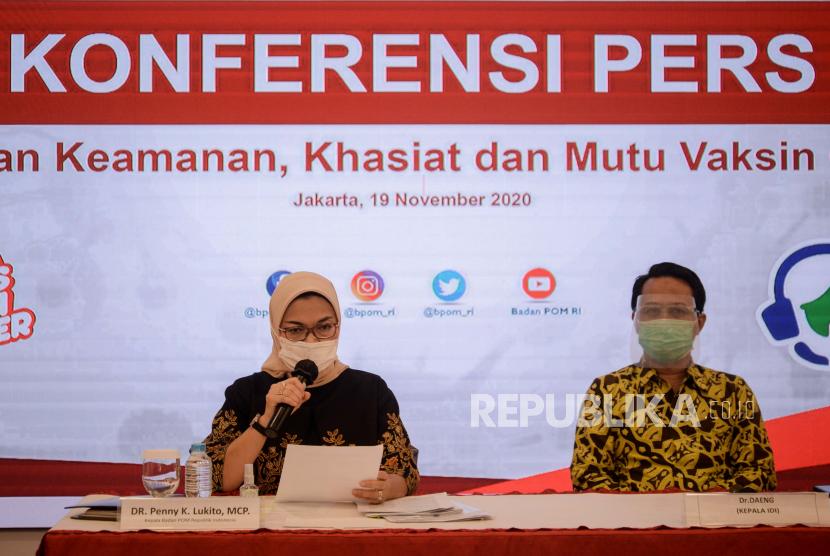 Kepala Badan Pengawasan Obat dan Makanan (BPOM) Penny K Lukito (kiri).