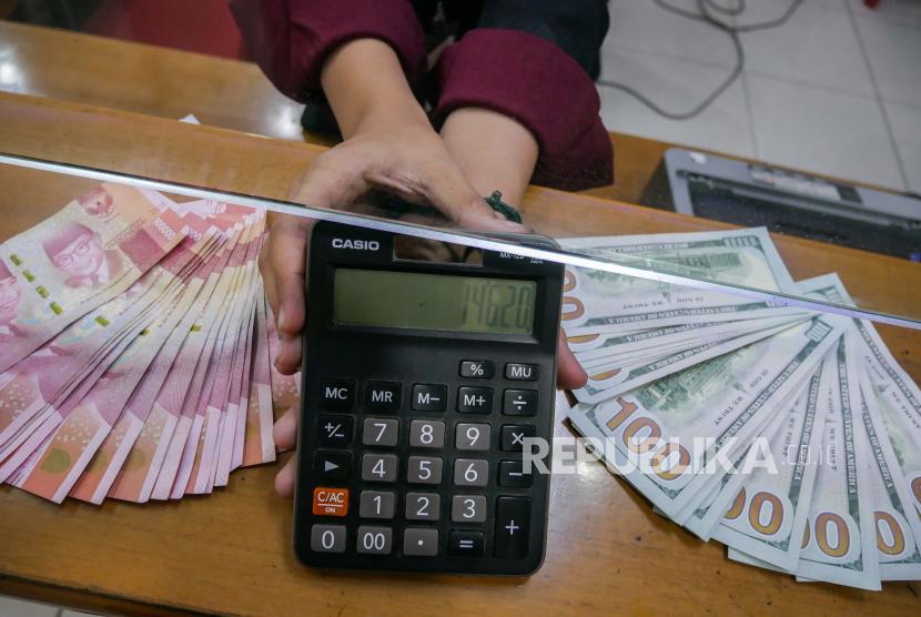 Rupiah pada Selasa (11/8) dibuka menguat 68 poin atau 0,46 persen menjadi Rp14.580 per dolar AS dari sebelumnya Rp14.648 per dolar AS.