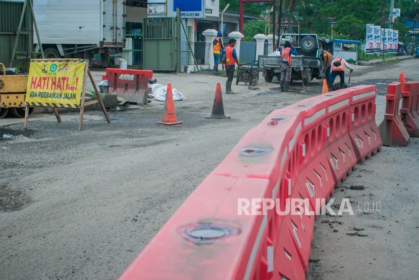 Seniman Trenggalek Gelar Parodi di Jalan Rusak Trenggalek (ilustrasi).