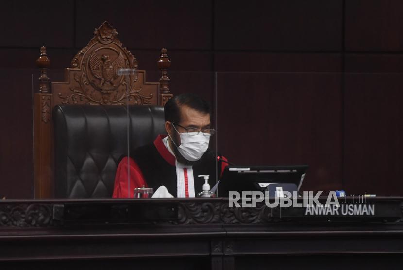 Ketua Majelis Hakim Anwar Usman.