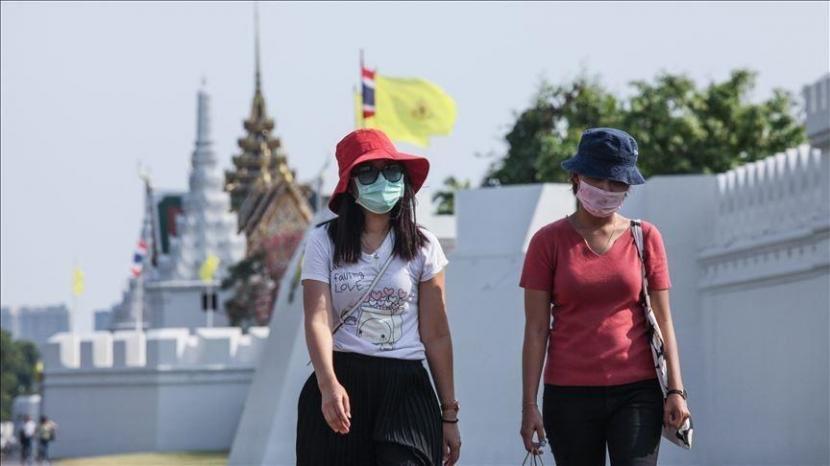 Thailand mencatatkan rekor kasus harian Covid-19 tertinggi pada Senin (26/7) sejumlah 15.376 pasien baru.