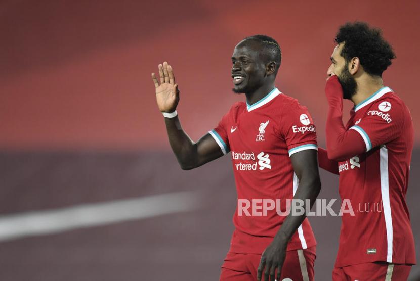Dua striker Muslim Liverpool Sadio Mane (kiri) dan Mohamed Salah (kanan) saat merayakan gol.