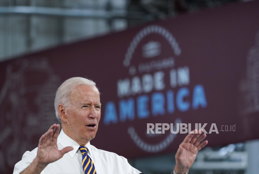 Presiden Joe Biden berbicara selama kunjungan ke fasilitas operasi Lehigh Valley untuk Mack Trucks di Macungie, Pa., Rabu, 28 Juli 2021.