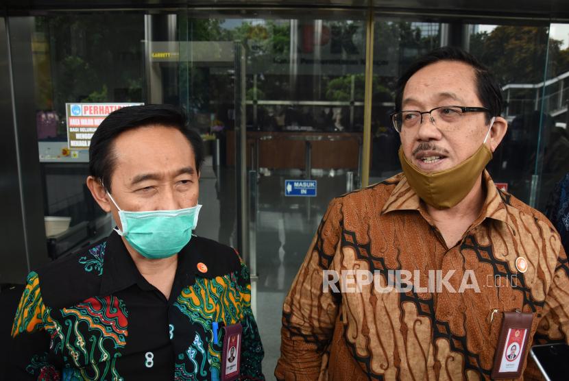 Ketua Komisi Aparatur Sipil Negara (KASN) Agus Pramusinto (kiri)