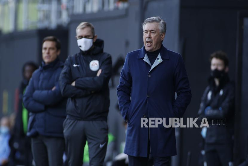Pelatih kepala Everton Carlo Ancelotti
